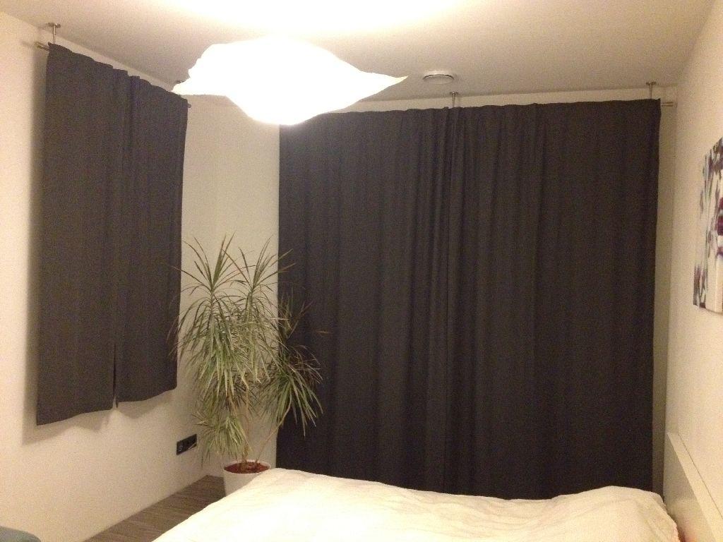 rolladen gardinen best klassischer wohnzimmer vorhang mit schals und schabracke in braun und. Black Bedroom Furniture Sets. Home Design Ideas