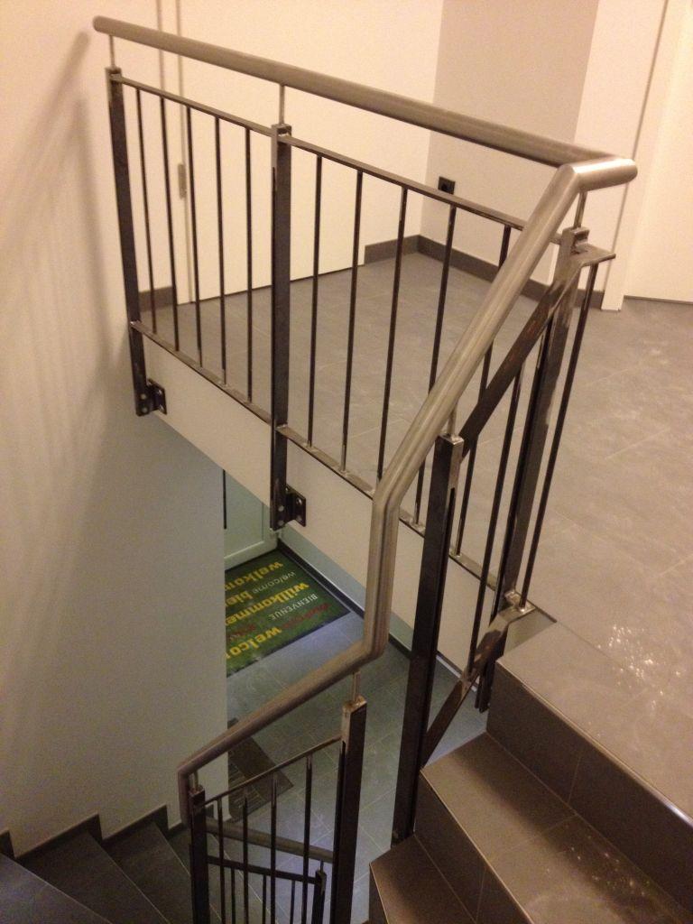 treppe mit gel nder zf11 kyushucon. Black Bedroom Furniture Sets. Home Design Ideas