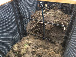 Hochbeet selber bauen - Vorbereitung für Bewässerung