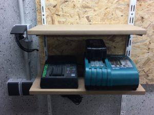 Werkzeugwand - Regal für Ladegeräte