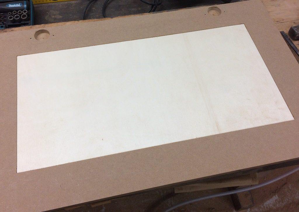 Werkzeugschrank - Türausschnitt gefräst Rückseite
