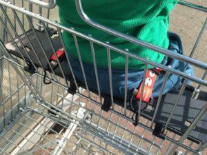 Sicherheitsgurt für den Einkaufswagen - Befestigung