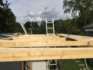 Schuppen selber bauen - Holzkeile für Gefälle