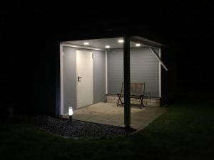 Innenausbau und Beleuchtung vom Schuppen - LED-Panel 12W bei Nacht