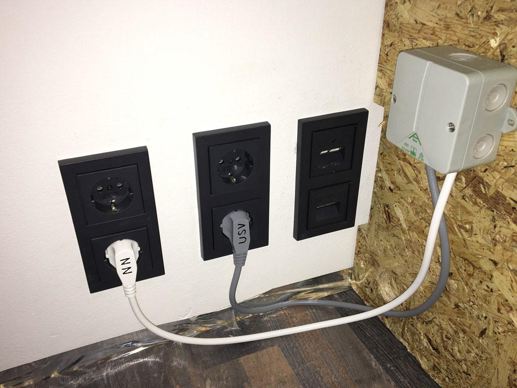 Projekt Neuer Schreibtisch - Stromversorgung über Steckdosen